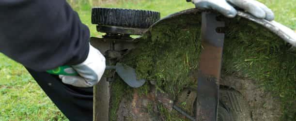 Nettoyage carter plateau de coupe tracteur tondeuse autoportée